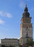 在主要集市广场的城镇厅塔在克拉科夫,波兰 免版税库存照片