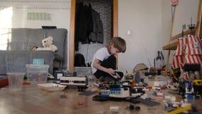 在建设者和玩具的儿童游戏 影视素材