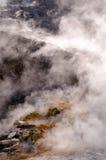 在活跃vulcano硫质喷气孔里面的喷气孔 库存照片
