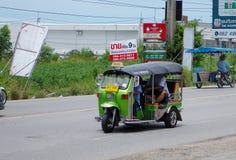 在331路的泰国出租汽车卡车在ChonburiThailand 库存图片