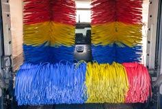 在洗车的汽车 免版税库存照片
