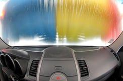 在洗车里面的汽车 免版税库存照片