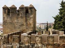 在巴达霍斯,西班牙Alcazaba的塔  库存图片