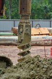 在建造场所使堆船具木钻不耐烦 免版税库存照片