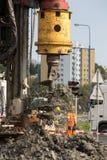 在建造场所使堆船具木钻,钻井不耐烦 免版税图库摄影