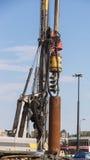 在建造场所使堆船具木钻,钻井不耐烦 库存照片