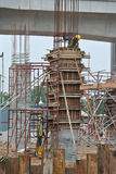 在建造场所的专栏模板在马来西亚 库存图片