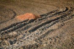 在建造场所的多彩多姿的土壤。 库存图片