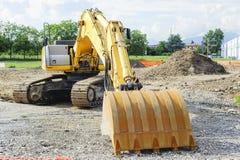 在建造场所的挖掘机推土机 库存图片