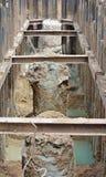 在建造场所的被挖掘的打扰堆 库存图片