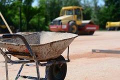 在建造场所的铁推车 免版税库存图片