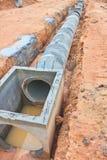 在建造场所的水泥排水设备坦克 免版税库存照片