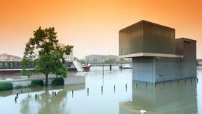 洪水在巴黎郊区 免版税库存图片