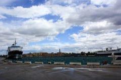 在巴里,意大利港的船  库存照片