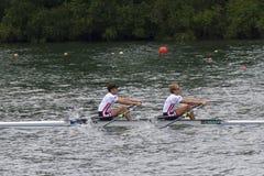 在轻量级人的双重短桨,欧洲人Rowi的金子meadlists 库存图片
