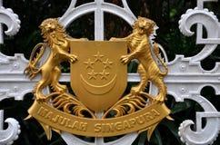 在黄铜金属的新加坡国徽 免版税库存图片