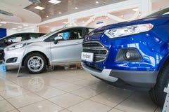 在2017年经销权福特陈列室和汽车在基洛夫市 库存图片
