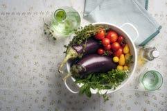 在滤锅的新鲜的夏天菜 库存照片