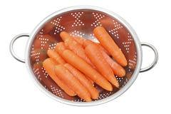 在滤锅的红萝卜 图库摄影