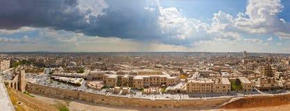 在2011年从阿勒颇城堡的全景 免版税库存照片