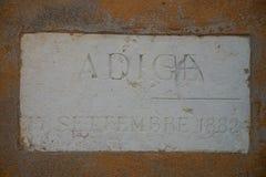在1882阿迪杰河洪水灾害记忆的大理石纪念品在维罗纳在圣乔治教会里在Braida,维罗纳,意大利 库存照片