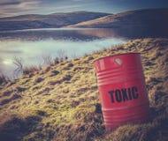 在水附近的有毒废料 库存照片