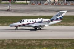 在登陆以后的企业喷气机 免版税库存照片