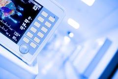 在医院走廊的医疗显示器 免版税库存图片