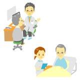 在医院,老人看见一位医生和 库存照片