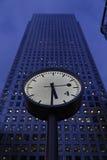 在黄雀色码头的时钟 免版税库存照片