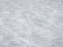 在滑雪倾斜的白色曲线 库存照片