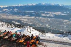 在滑雪胜地的咖啡馆 因斯布鲁克,奥地利 免版税库存图片