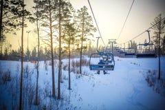 在滑雪胜地的日落在冬天 从推力的看法 图库摄影