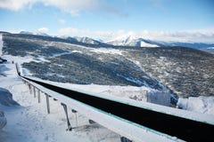 在滑雪胜地Borovets的滑雪电缆车在保加利亚 美好的冬天landscape.3d图象 免版税图库摄影