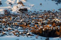 在滑雪胜地Megeve的鸟瞰图在法国阿尔卑斯 免版税图库摄影