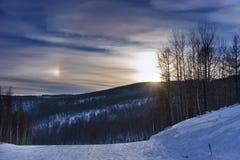 在滑雪足迹的部份彩虹 免版税库存图片