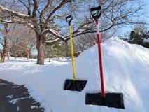 在暴风雪以后的晴朗的冬日在明尼苏达 免版税图库摄影