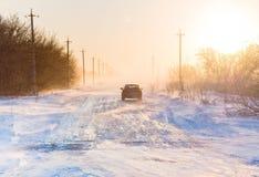 在暴风雪的汽车 库存图片
