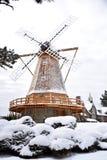 在暴风雪的风车 库存图片