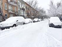 在暴风雪以后的都市街道 库存图片