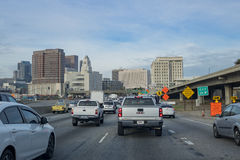 在101高速公路的繁忙运输 免版税库存照片