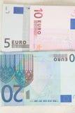 在桌的欧元。 图库摄影
