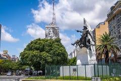 在9 de朱利奥Avenue -布宜诺斯艾利斯,阿根廷的唐吉诃德de拉曼查纪念碑 免版税库存照片