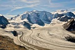 在从Diavolezza和Munt同水准看见的谷的Piz帕卢和冰川。阿尔卑斯 库存图片