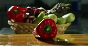在4k或6k决议的成份和行动射击由食物意大利产业专家机构和专家厨师 股票视频