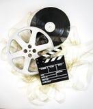 在35 mm戏院的电影拍板卷与被展开的filmstrip 免版税图库摄影