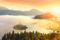 在从Ojstrica观点流血的湖的日出 免版税库存图片