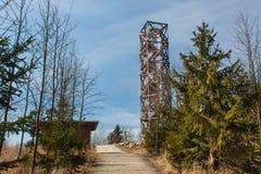 在` Pekelny kopec `地狱小山的监视塔在镇Trebic附近 库存照片