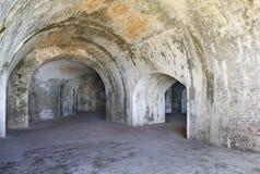 在1800's修造的美国人Militaary堡垒的砖曲拱 免版税库存照片