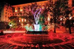 在总统` s办公室前面的色的喷泉 库存图片